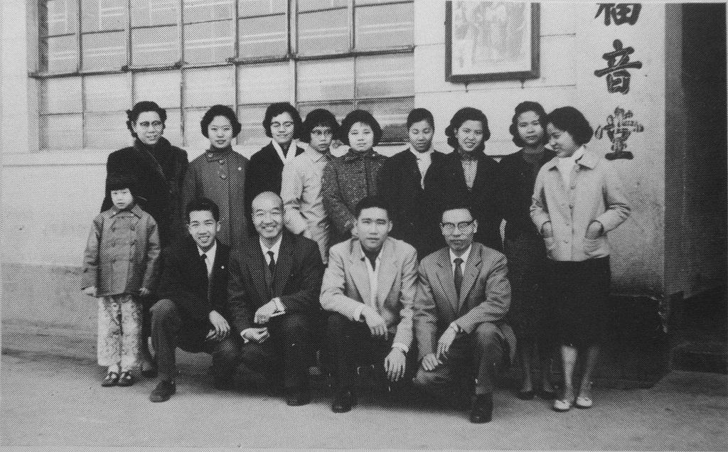 1954年福音堂外